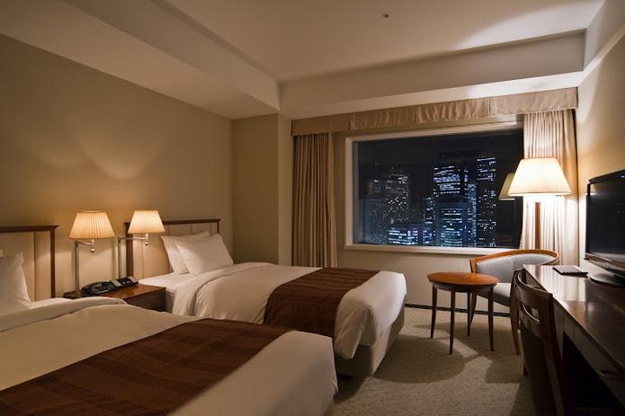 新宿住宿:小田急世紀南悅飯店(Hotel Century Southern Tower)和京王要選哪一家好?   林氏璧和美狐團三狐的小天地