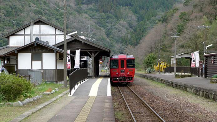 03九州觀光列車(上)03停留於一勝地車站的九州橫斷特急