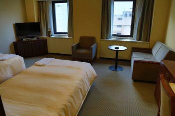 新札幌燦路都大飯店(Hotel Sunroute New Sapporo)狸小路五丁目 兩分走到激安殿堂 | 林氏璧和美狐團三狐的小天地